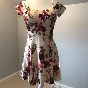 NWOT Beautiful Floral Dress!